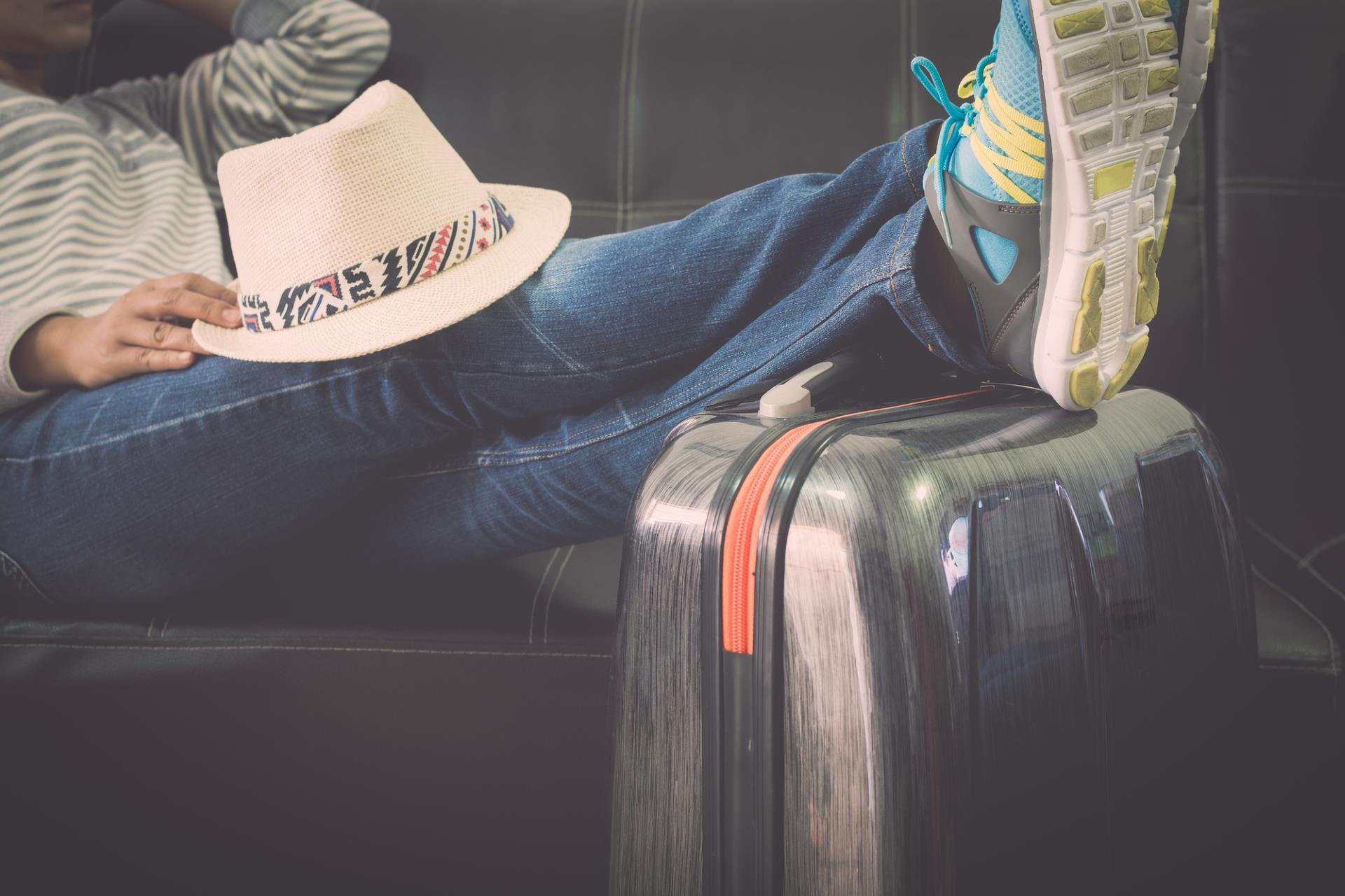 Müde Beine? Kompressionsstrümpfe beim Reisen helfen!