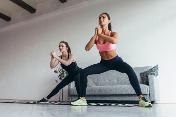 Übung seitliche Squats