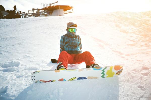 Aufstehen üben beim Snowboarden lernen