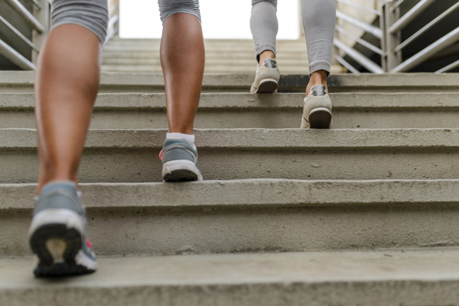 Mehr Bewegung im Alltag: So beugst du Bewegungsmangel vor